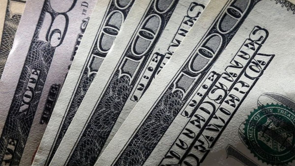 Dólar blue marca récord: 145 pesos