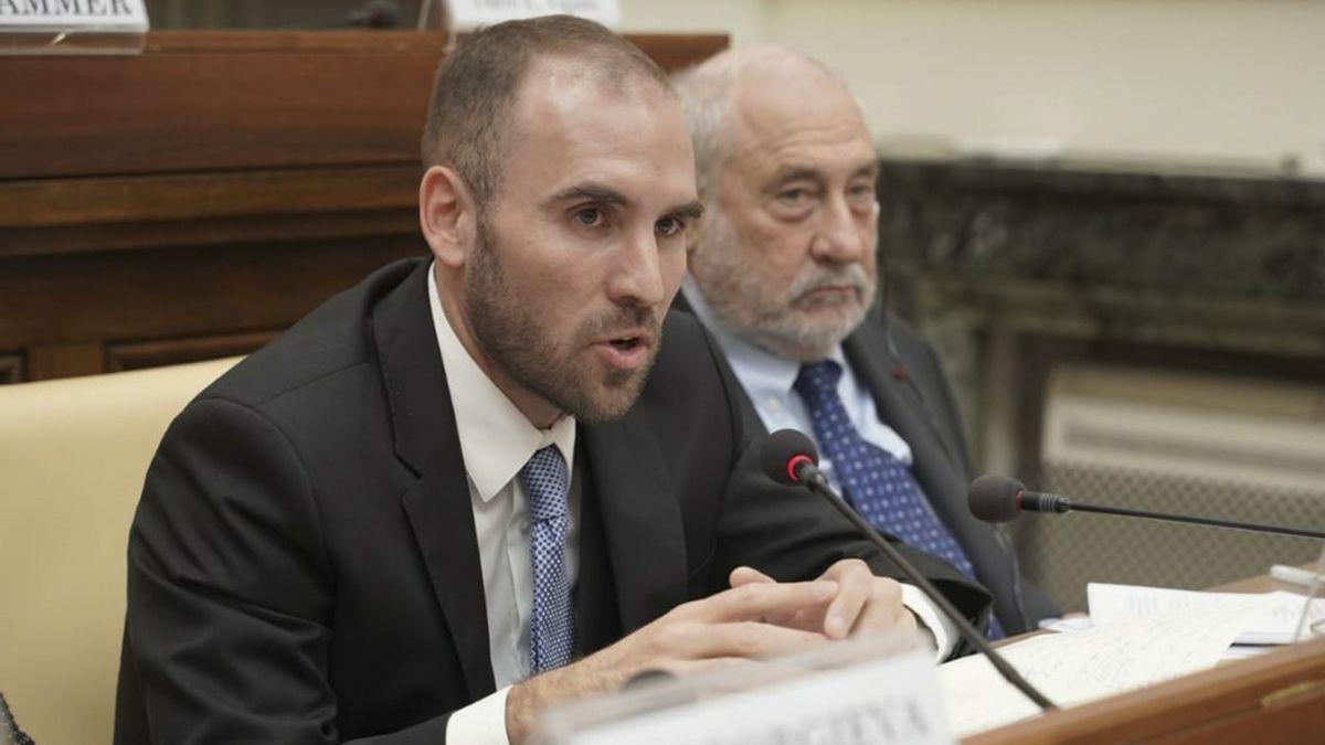 Guzmán dijo en El Vaticano que solucionar la deuda argentina llevaría estabilidad a toda la región.