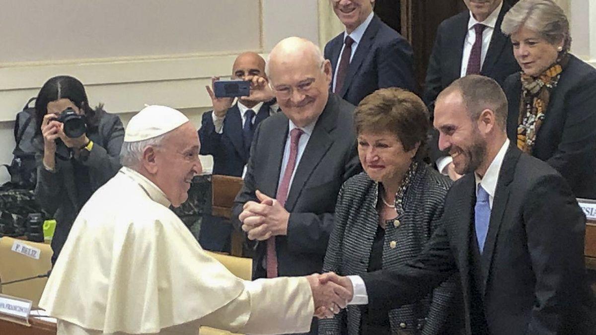 El Papa junto al ministro argentino Martín Guzmán.