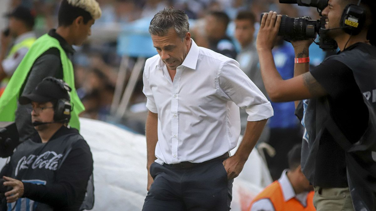 Lucas Pusineri lamentó la derrota tras jugar gran parte del partido con superioridad numérica.