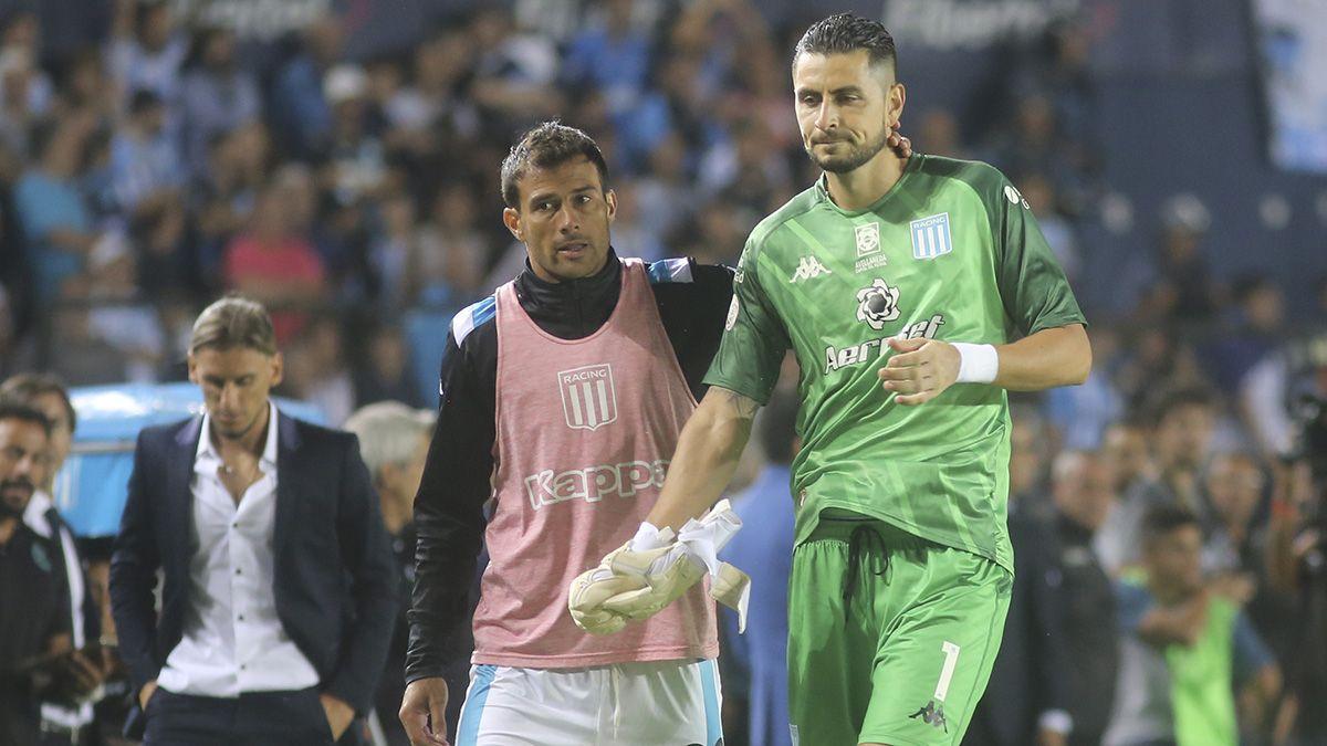 Arias se fue expulsado tras tocar la pelota con las manos fuera del área.