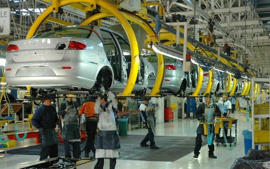 La industria automotriz fue la actividad más golpeada en la caída de ventas al exterior.