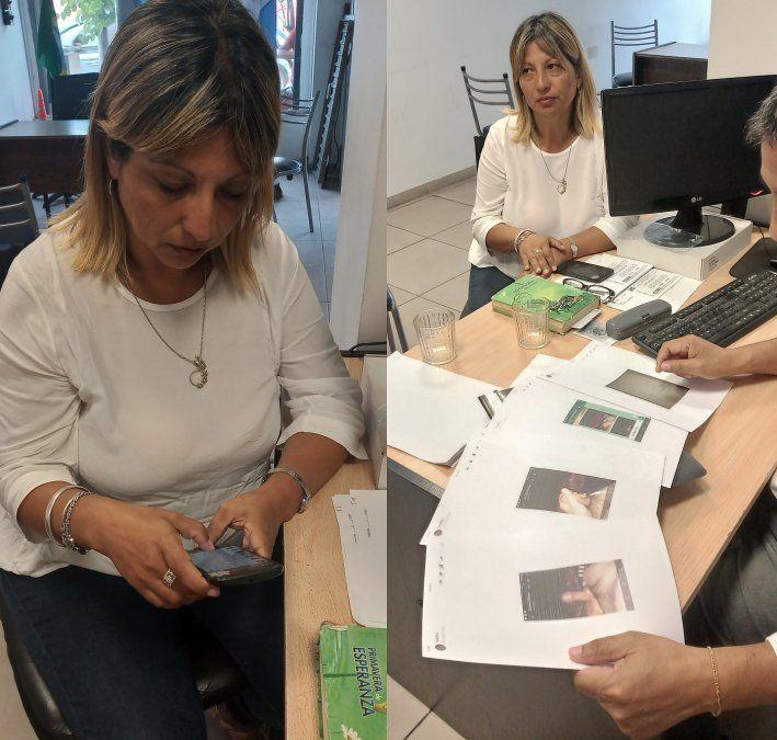 Mariela repasa en su celular los mensajes subidos de tono que le envió su superior, el comisario Mauricio Mielgo.