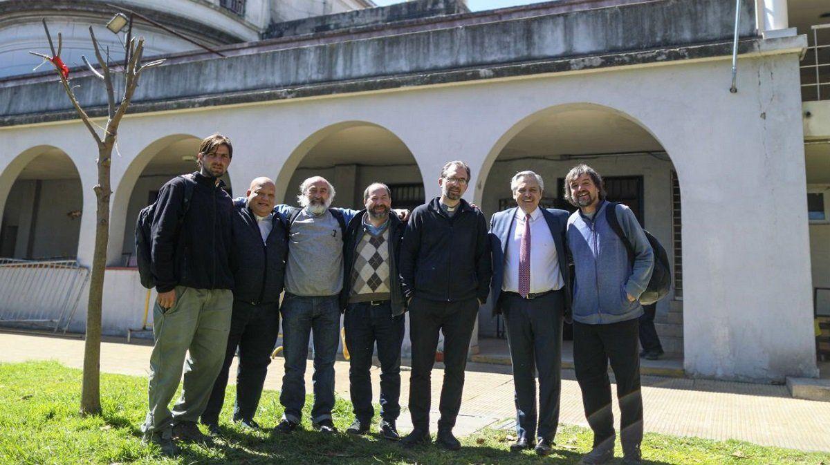 Fernández junto a curas de las villas de Capital en un encuentro realizado en 2019.