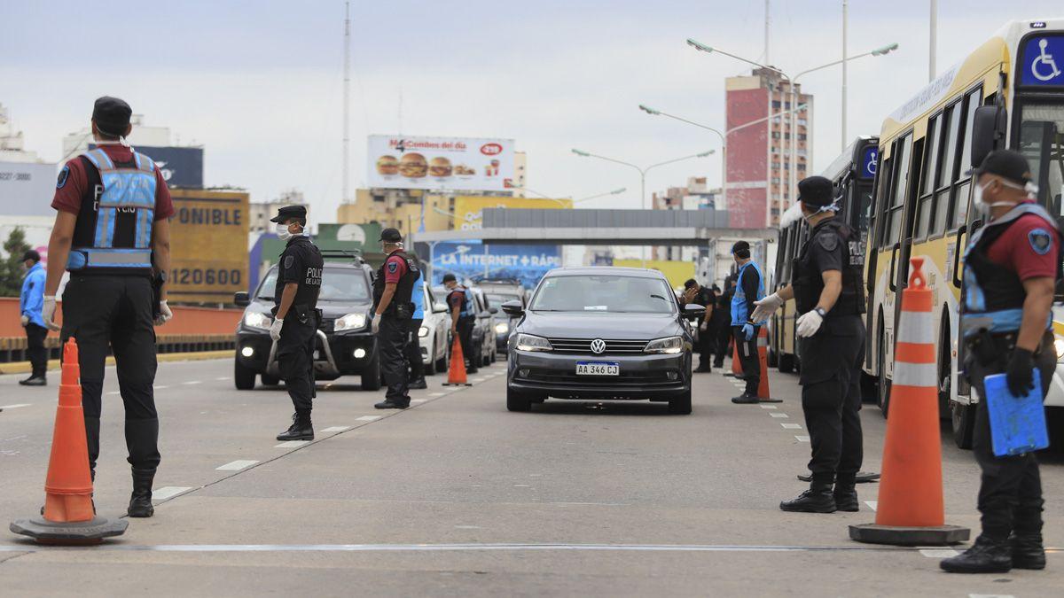 Las fuerzas de seguridad mantienen controles en los accesos a Buenos Aires.