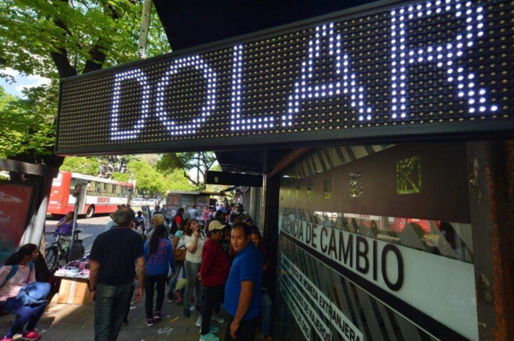 El dólar oficial aumentó 77 centavos en la semana