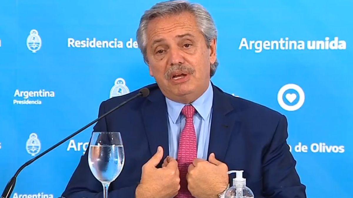 El presidente Alberto Fernández firmó un DNU para prohibir los despidos.