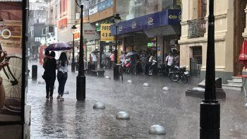 Brindan asistencia a más de 90 familias y evalúan daños por las fuertes lluvias