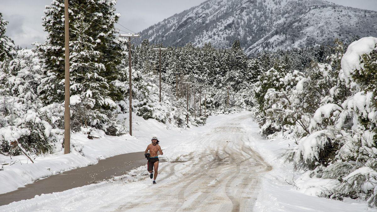 Los corredores salieron en medio de la nieve.