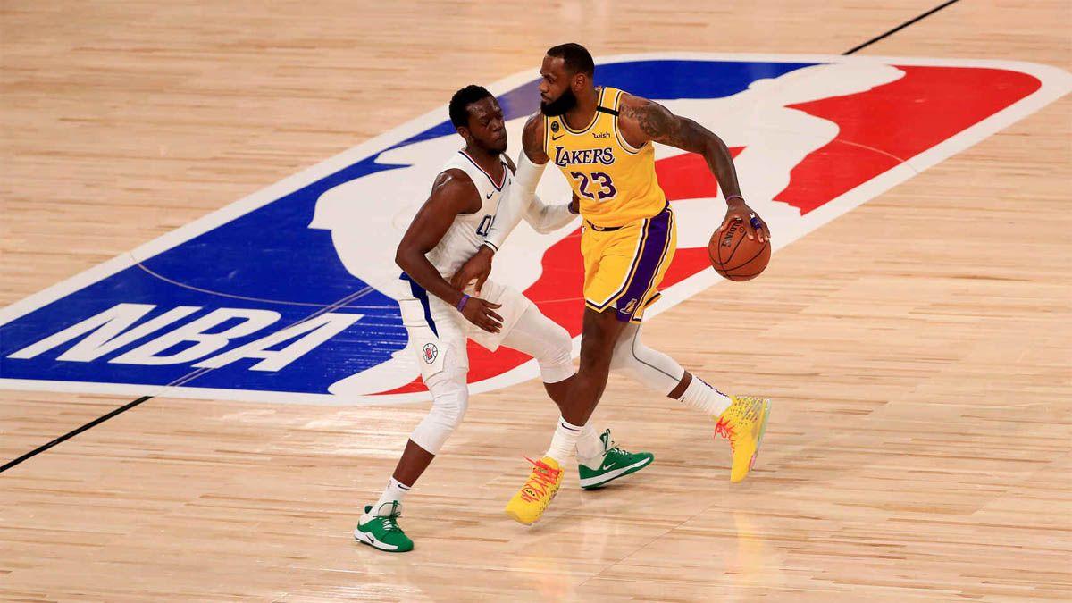 Los Angeles Lakers vencieron a los Clippers en el reinicio de la NBA.