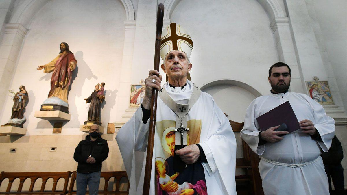 El Azobispo Mario Poli oficia una misa virtual en la iglesia de San Cayetano en el dia del  Patrono del Pan y del Trabajo en la zona del barrio de Liniers.