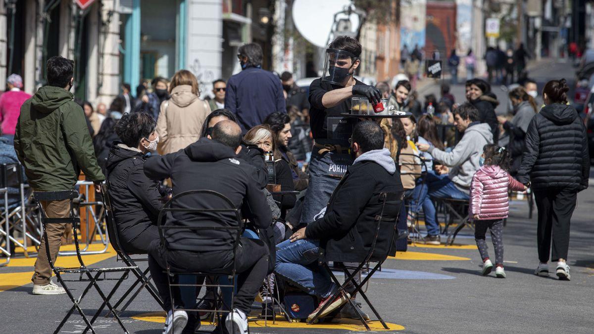 En Ciudad de Buenos Aires amplían el horario de atención en locales gastronómicos.