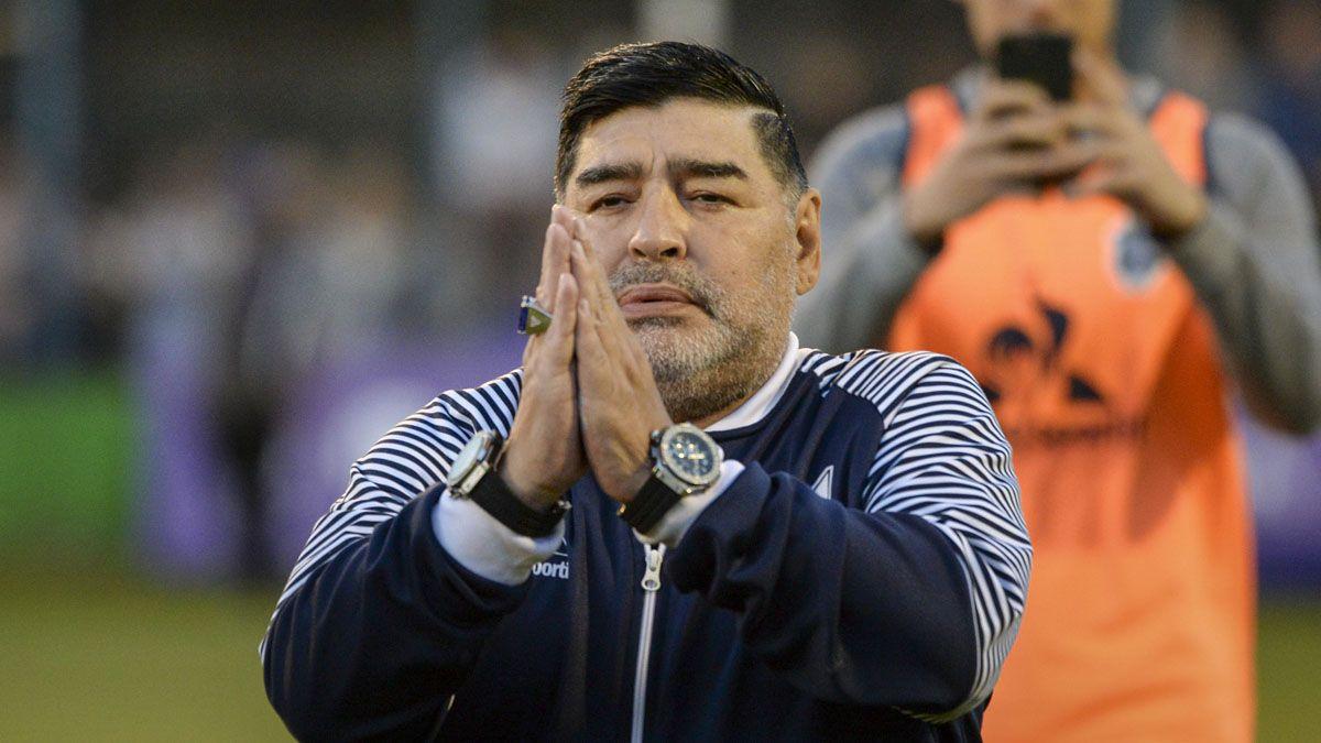 Diego Maradona impulsa la campaña solidaria Las 10 del 10.