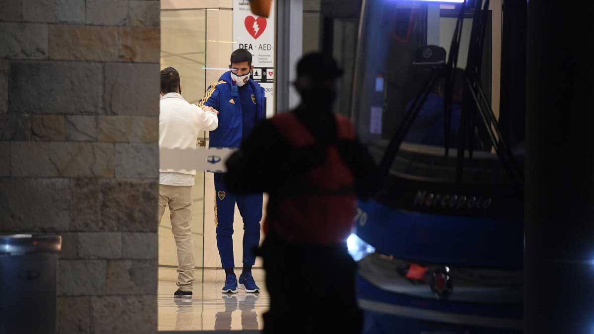 El plantel de Boca llegó a Ezeiza después de una extensa jornada en Brasil.