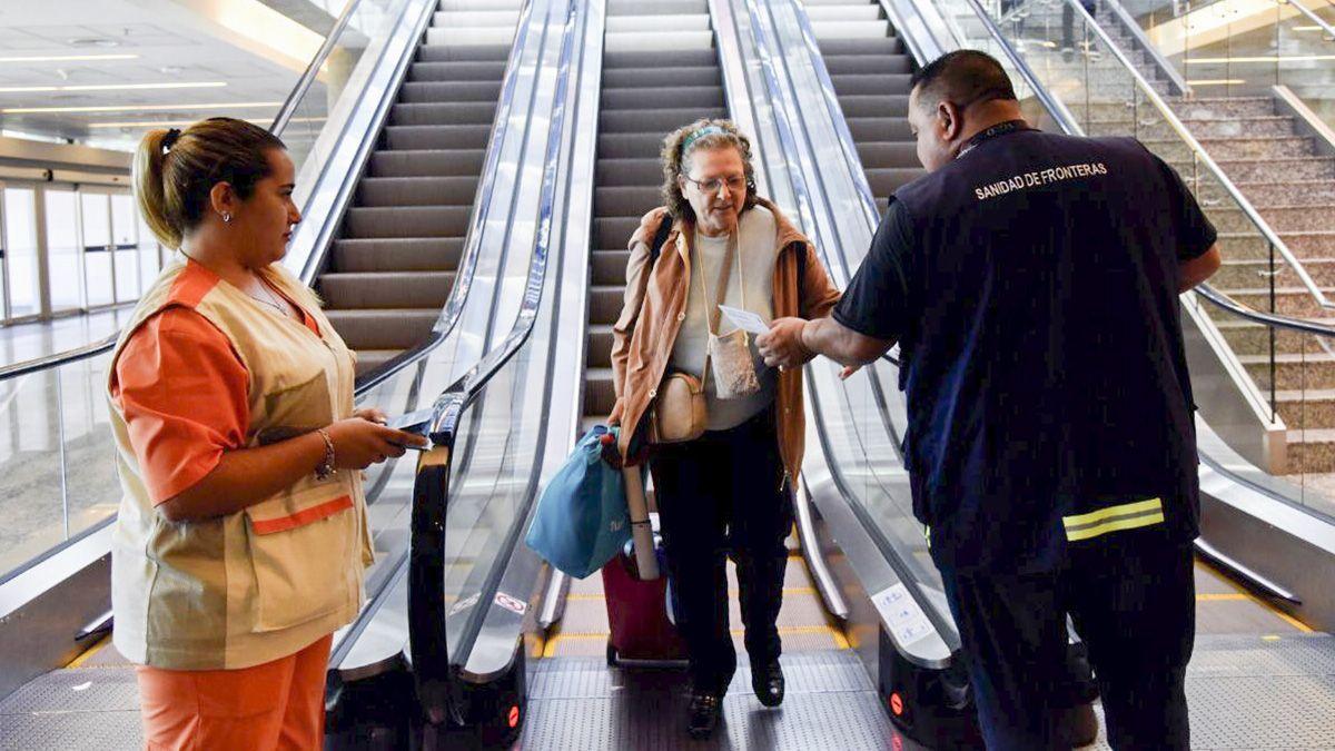 El Gobierno ordenó restricciones en vuelos a países con gran cantidad de casos de covid