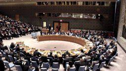 El Consejo de Seguridad de las Naciones Unidas aprobó este lunes una resolución en la que pide a los talibanes cumplir su compromiso de garantizar la salida segura de afganos