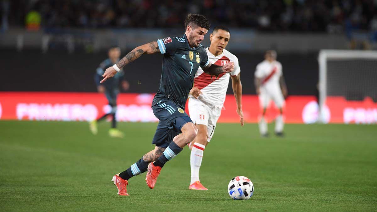 Argentina recibe a Perú en el Monumental.