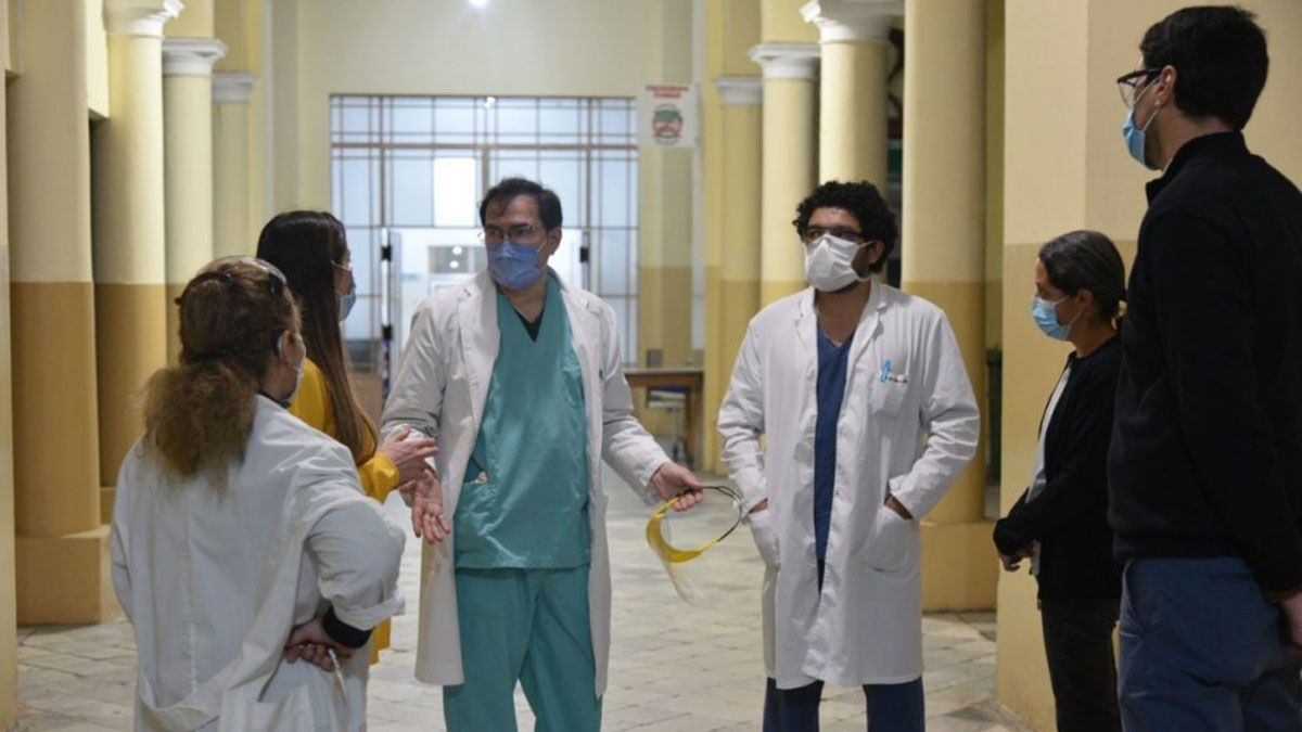 En los hospitales públicos porteños sólo quedan disponibles 99 camas de terapia intensiva