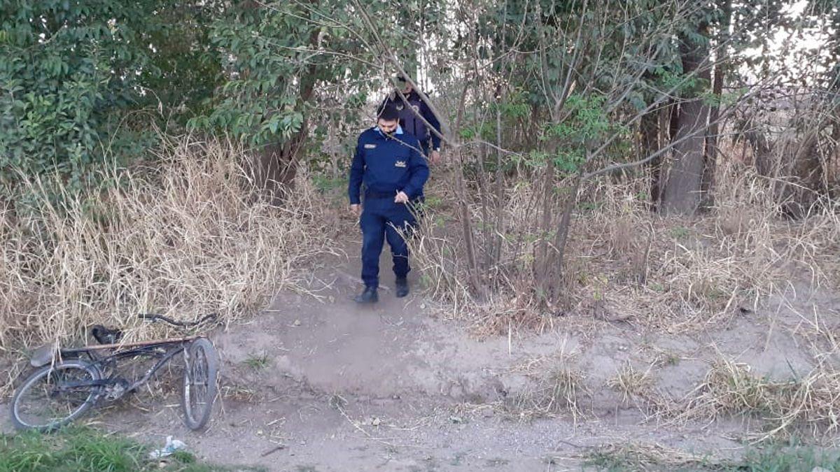 El cuerpo estaba semienterrado en una zona rural de Colonia Caroya.