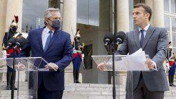 El presidente Alberto Fernández y su par de la República Francesa, Emmanuel Macron, brindaron una declaración a la prensa en el ingreso al Palacio del Eliseo. Previamente, ambos mandatarios y las primeras damas, Fabiola Yañez y Brigitte Macron, se tomaron la foto oficial.