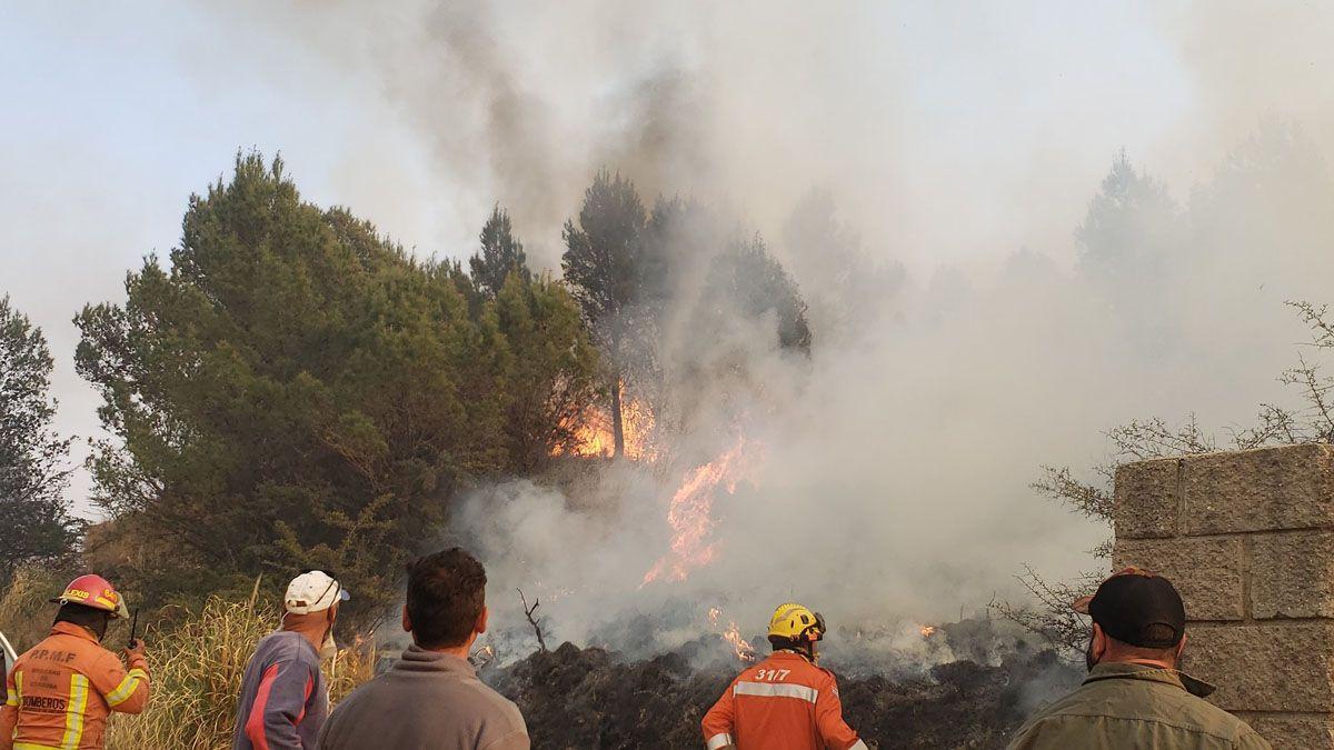 Fuego fuera de control en Córdoba: evacuaron el Observatorio de Bosque Alegre