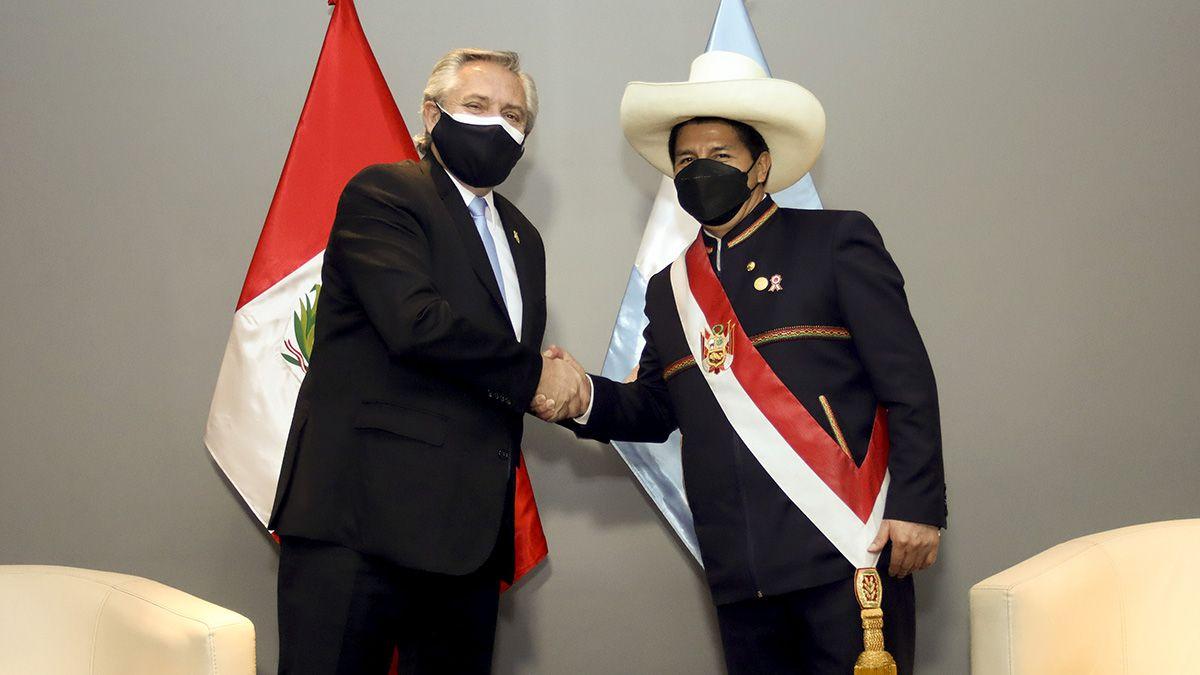 Fernández junto al flamante presidente peruano.