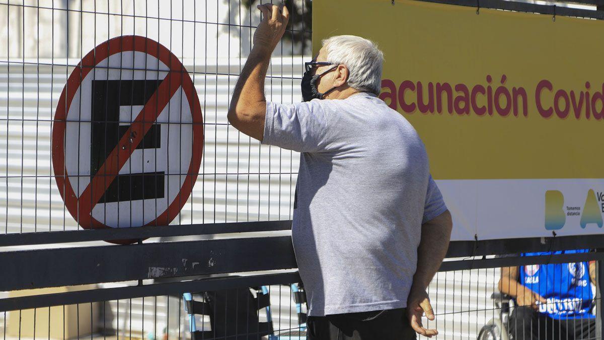 La Ciudad de Buenos Aires ya puso en marcha la vacunación para mayores de 65 años.