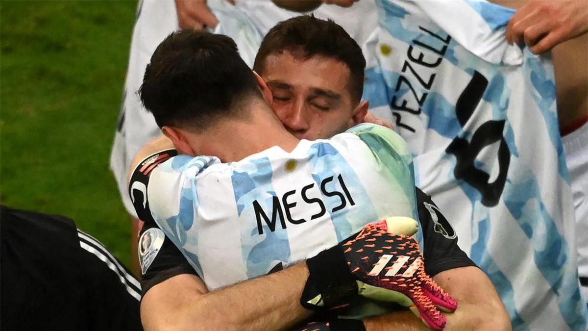 Lionel La Pulga Messi y Emiliano El Dibu Martinez
