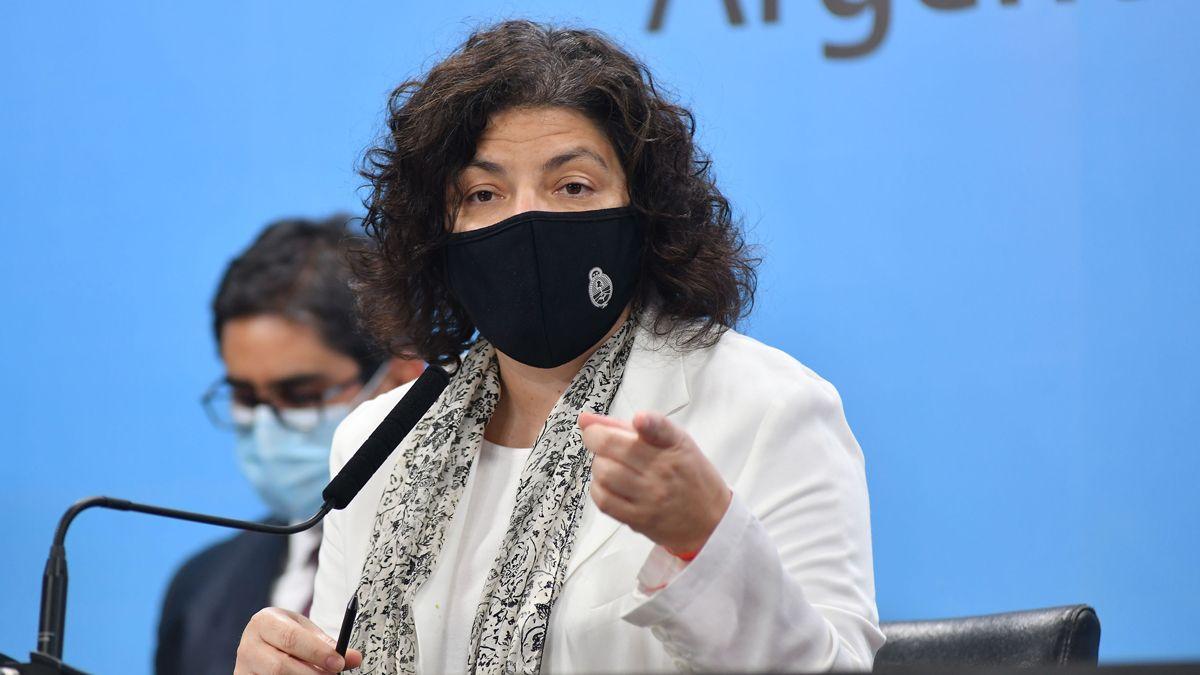 Se inmunizó Carla Vizzotti como parte del personal estratégico