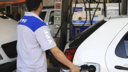 Desde este sábado rige el nuevo aumento de los combustibles. Según adelantó el presidente de YPF, el incremento alcanzará el 28,1% en todo el año.