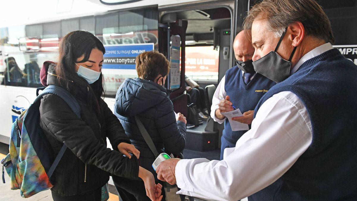 Para movilizarse en transportes de pasajeros deben cumplirse protocolos sanitarios.