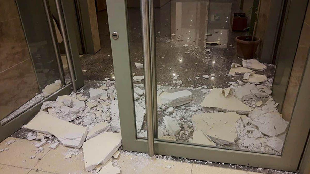 Hubo al menos cinco heridos a causa del fuerte sismo.