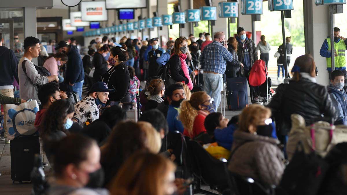 En la Terminal de Retiro hubo un intenso movimiento en el comienzo del fin de semana largo.