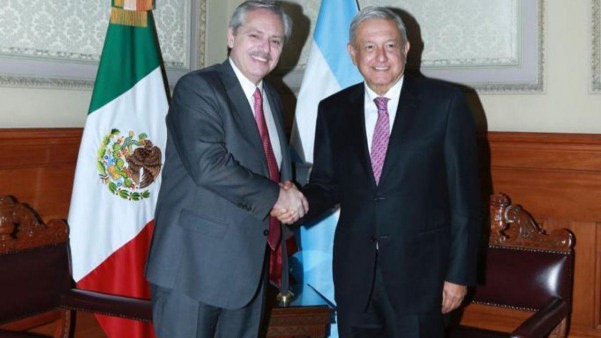 Fernández junto a López Obrador.