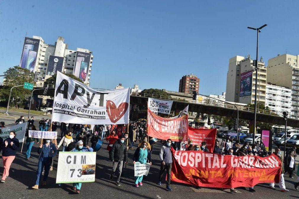 Trabajadores del Hospital Garrahan protestan en la avenida 9 de Julio