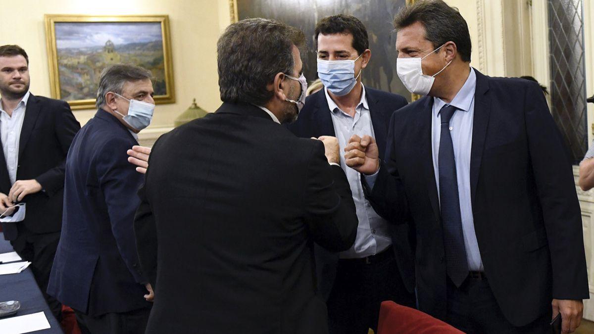 Wado De Pedro propone aplazar un mes las Paso.