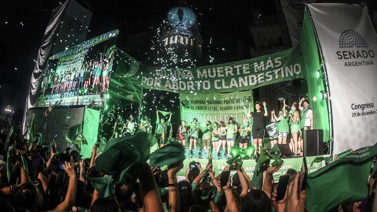 Los pañuelos verdes se agitaron tras la votación en el Senado.