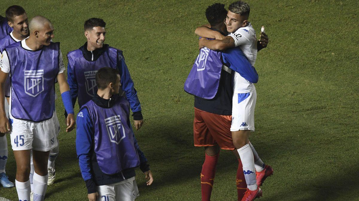 Vélez derrotó a Rosario Central en San Juan.