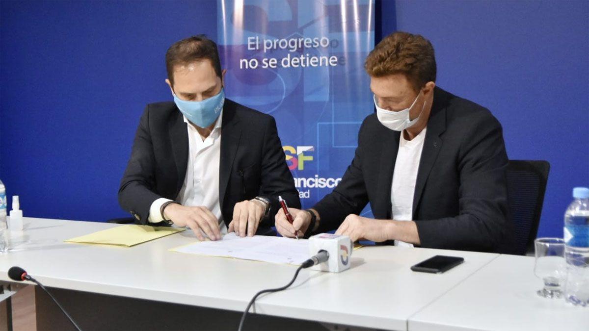 Gill firmó convenios con el intendente Ignacio García Aresca.