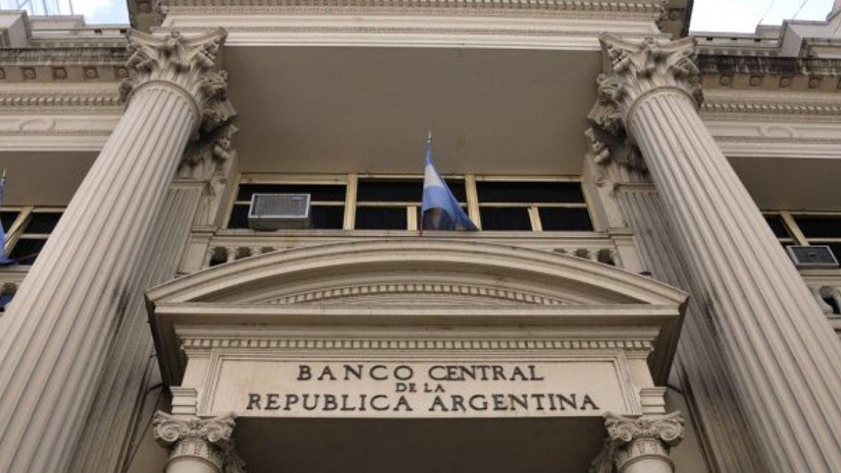 En el Banco Central aseguran que los precios no se acomodarán con un dólar a $ 130.