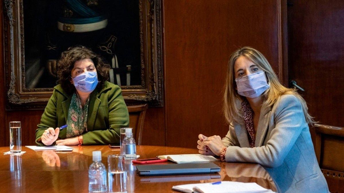 Cecilia Nicolini junto a la ministra Vizzotti.
