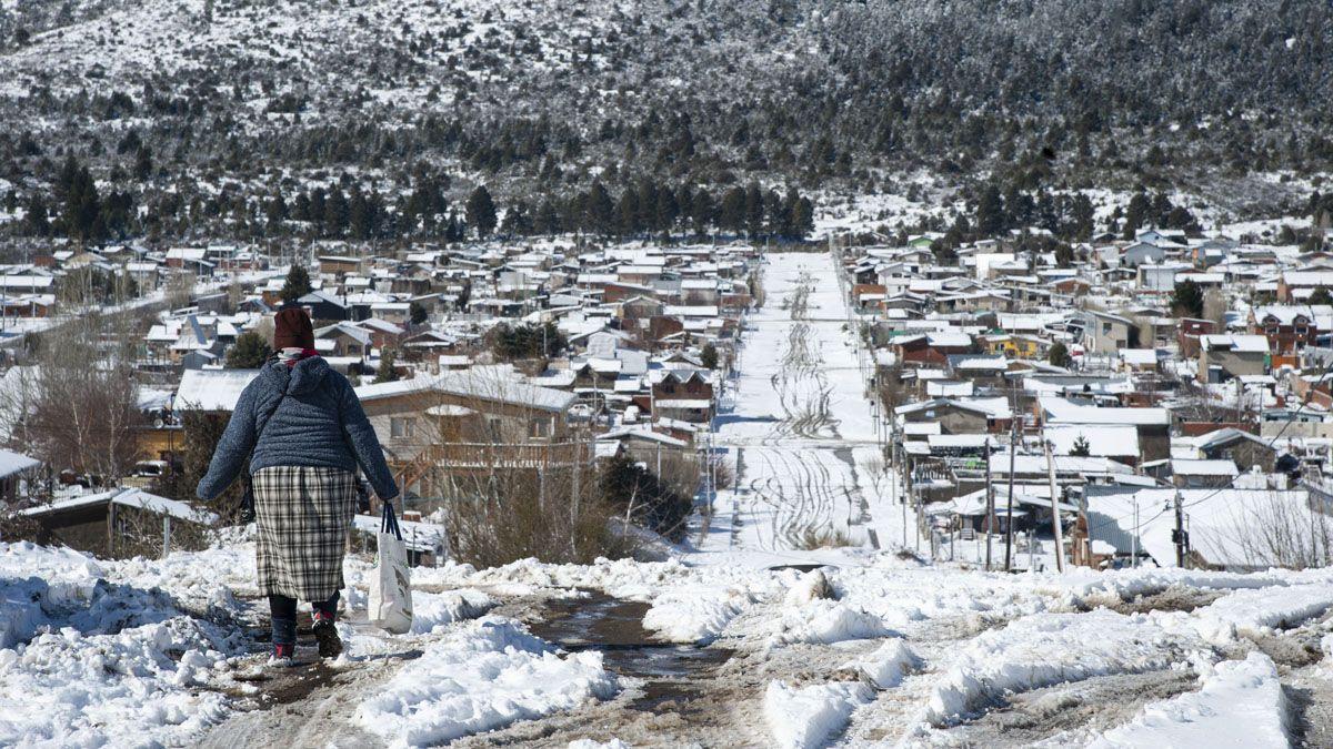 La nieve genera complicaciones en algunas zonas de Bariloche.