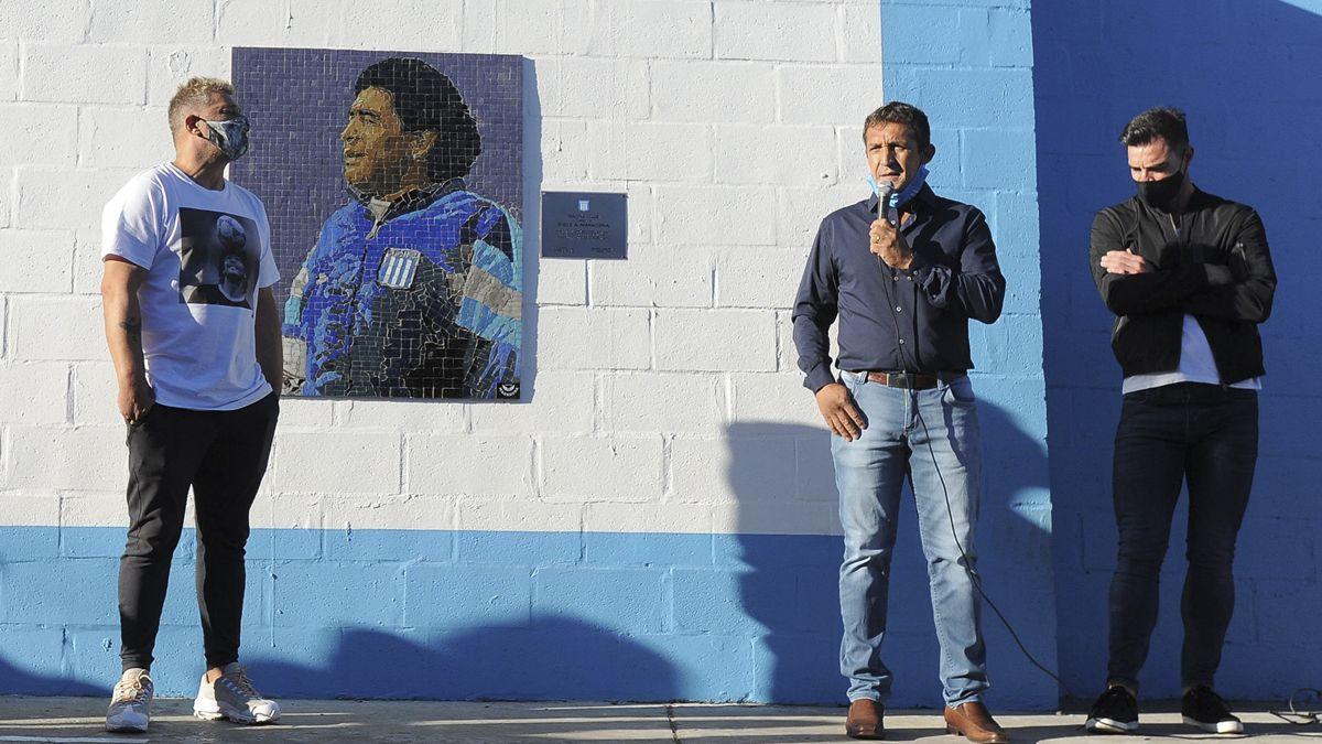 El mural inmortaliza el paso del 10 como entrenador de la institución.