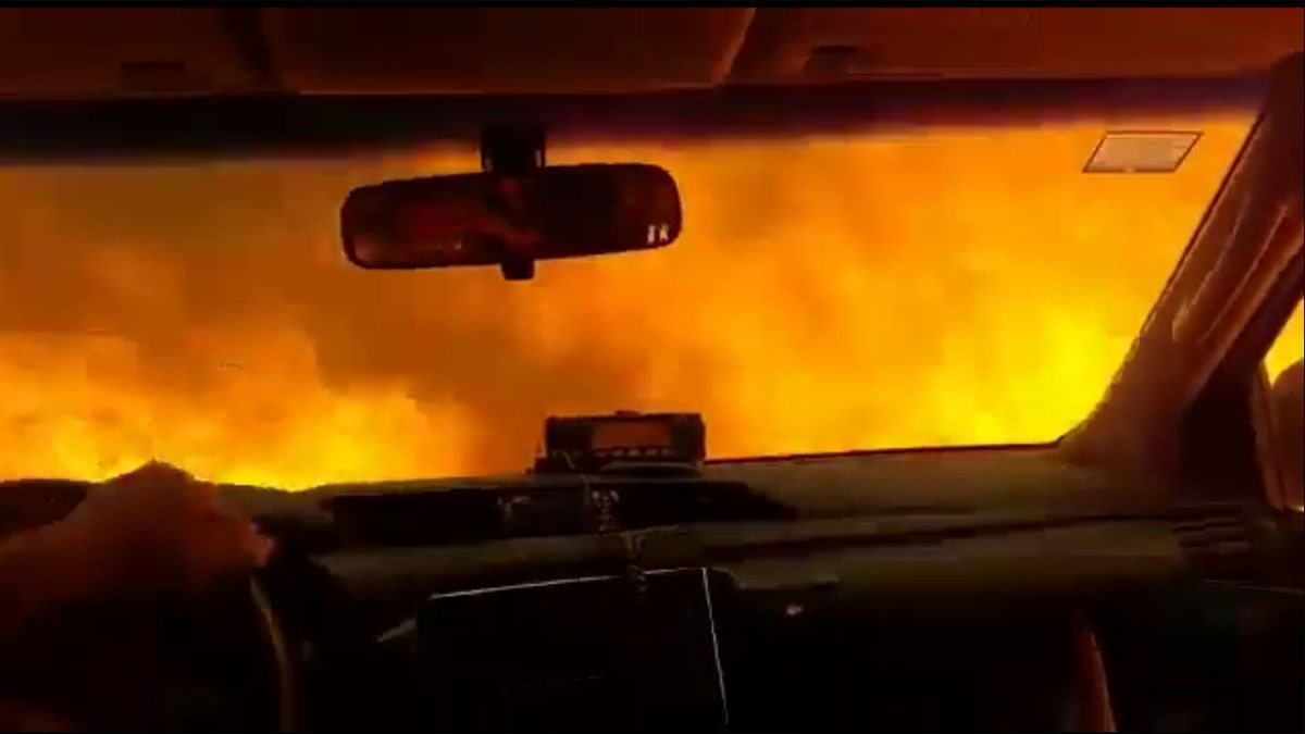 Bomberos de Villa Giardino quedaron atrapados en un túnel de fuego.