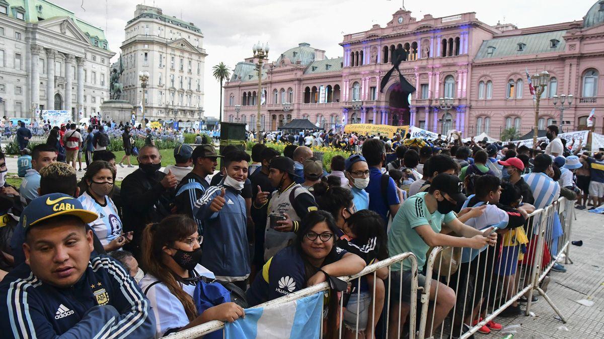 Fiscal rechazó la denuncia contra Fernández por organizar el velatorio de Maradona en Casa Rosada