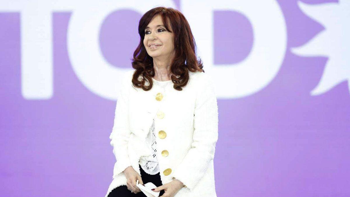 Cristina advirtió la necesidad de debatir una solución por la deuda.