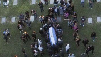 Unos 200 policías custodian el cementerio donde sepultaron a Maradona
