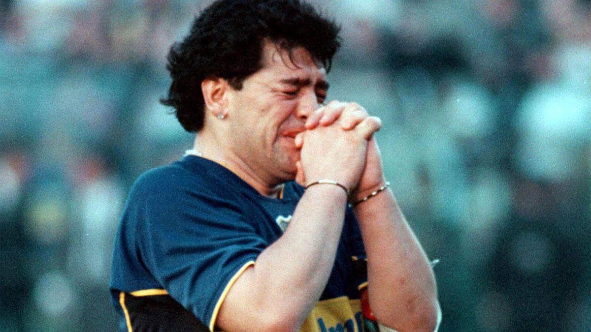 Diego Armando Maradona en su partido de despedida en cancha de Boca Juniors el 10 de noviembre de 2001.