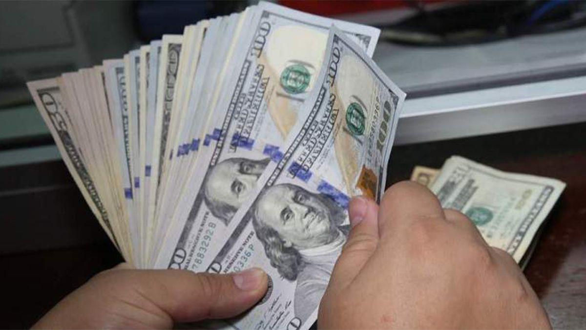 El dólar blue cotizó a $184,50 y alcanzó otro valor máximo en el año