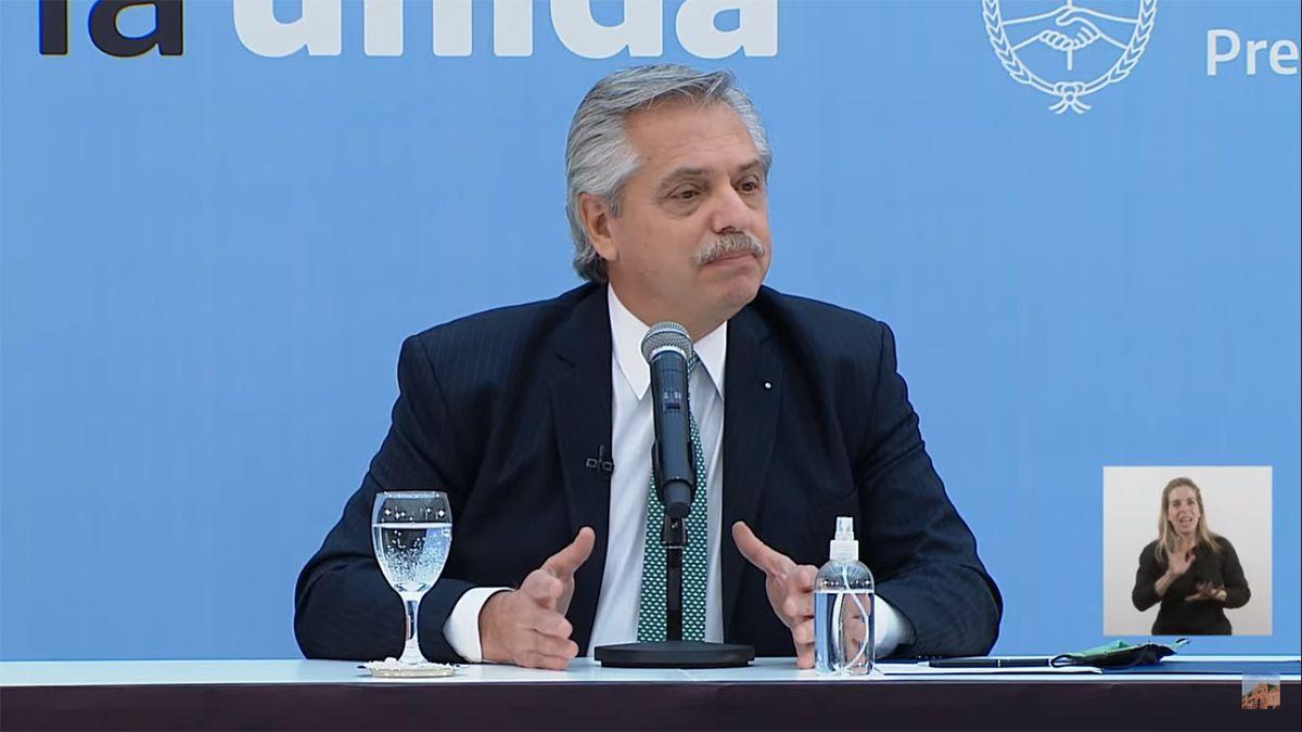 El presidente Alberto Fernández encabeza el acto en la Casa Rosada.